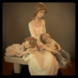 Lladro Mother and Children in Mint Condition